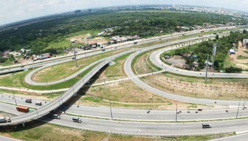 """Bất động sản phía Nam và nỗi lo hạ tầng """"chậm lớn"""""""